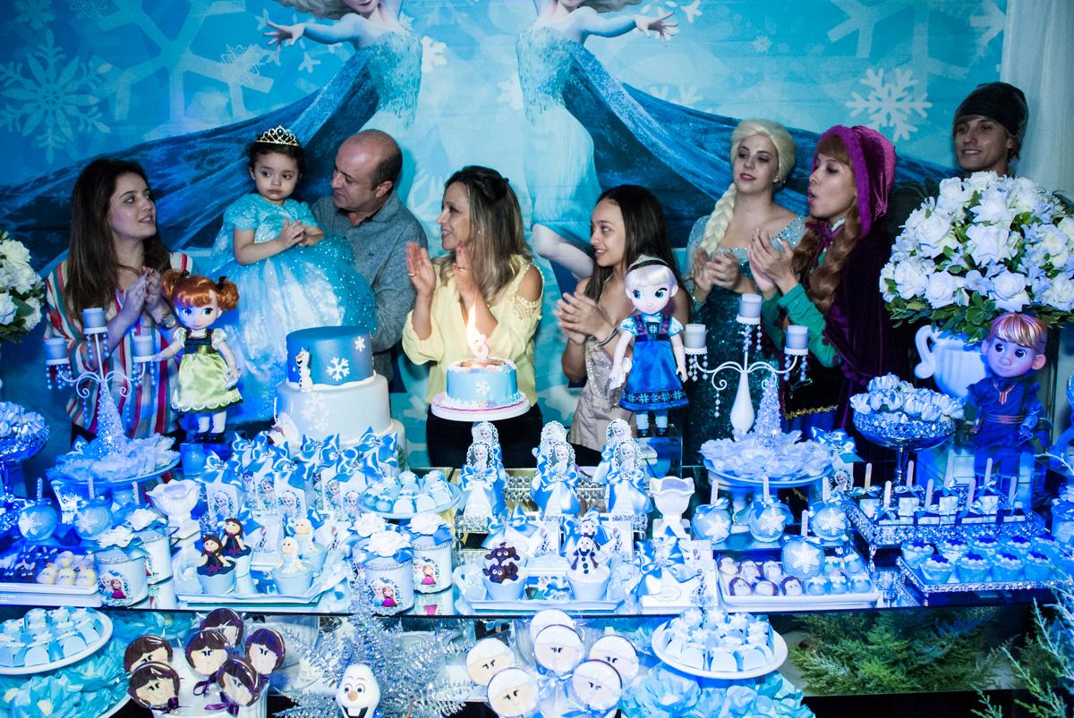 cantando parabéns no Buffet Fábrica da Alegria, Osasco, São Paulo, aniversário de anna clara, 3 anos, tema da festa Frozen