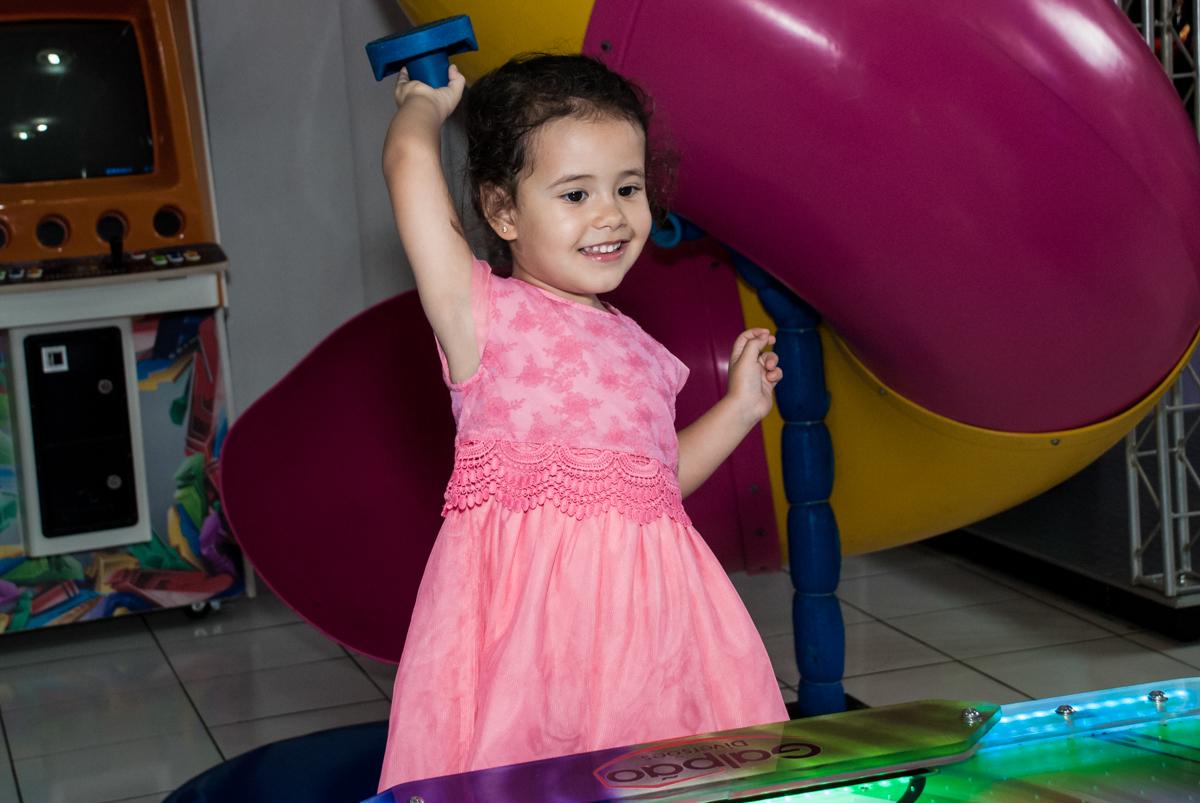 comemorando gol no Buffet Magic Joy, saude, são Paulo, aniversário de Catarina 3 anos, tema da festa fundo do mar
