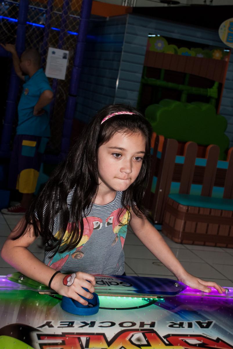 jogo de futebol animado no Buffet Magic Joy, saude, são Paulo, aniversário de Catarina 3 anos, tema da festa fundo do mar