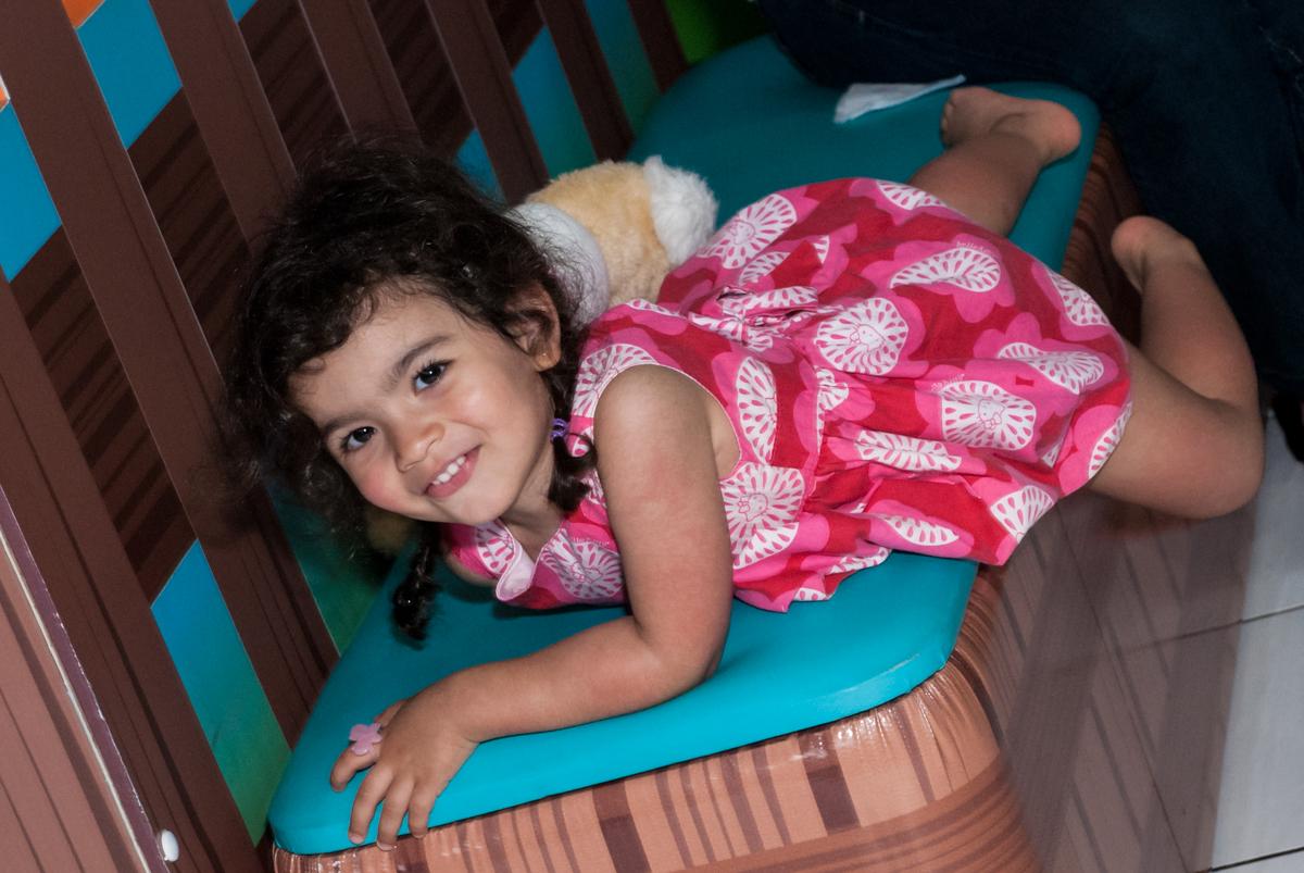 posando para a foto no Buffet Magic Joy, saude, são Paulo, aniversário de Catarina 3 anos, tema da festa fundo do mar