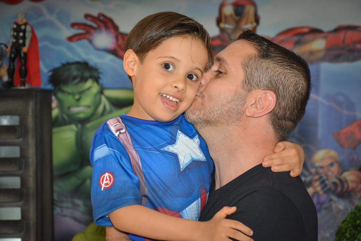 beijo do papai no buffet Fábrica da Alegria, Morumbi, São Paulo, aniversário de Leonardo 5 anos, tema da festa os vingadores