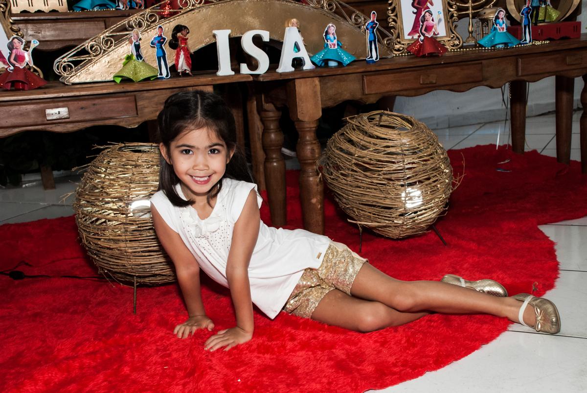 pose de modelo para a foto no Buffet Fábrica da Alegria, Morumbi, São Paulo, aniversário de Isabela 6 anos, tema da festa Elena de Avalor