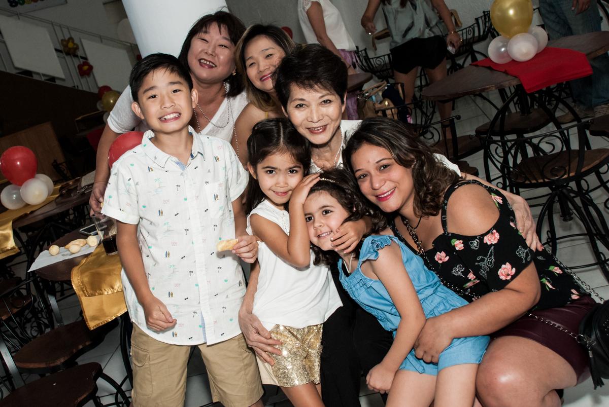 foto com as amigas no Buffet Fábrica da Alegria, Morumbi, São Paulo, aniversário de Isabela 6 anos, tema da festa Elena de Avalor