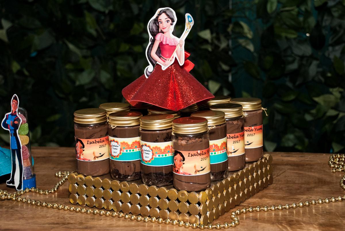 detalhes das lembrancinhas no Buffet Fábrica da Alegria, Morumbi, São Paulo, aniversário de Isabela 6 anos, tema da festa Elena de Avalor
