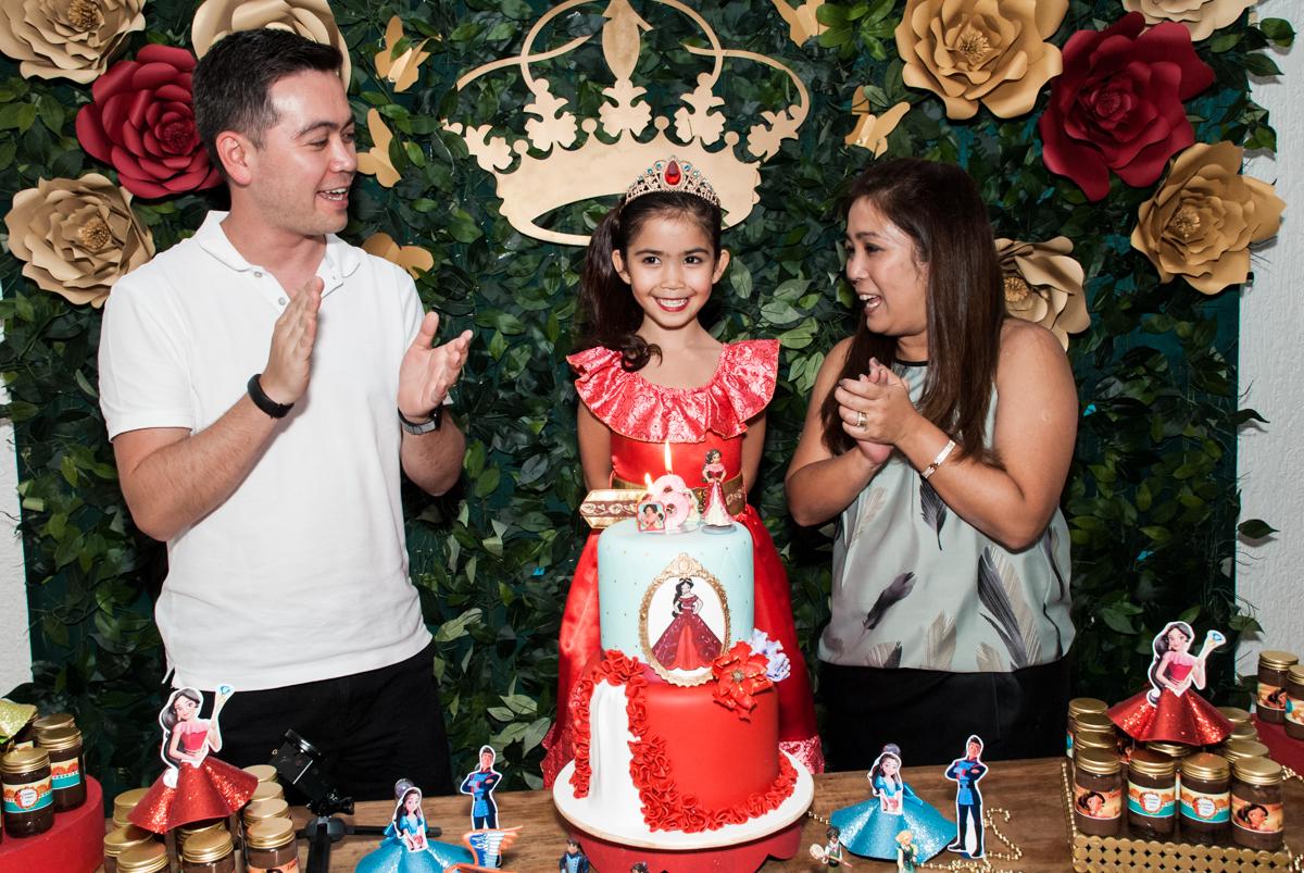 hora do parabéns no Buffet Fábrica da Alegria, Morumbi, São Paulo, aniversário de Isabela 6 anos, tema da festa Elena de Avalor
