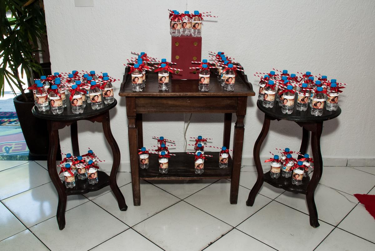 mesa com as lembranças para as crianças no Buffet Fábrica da Alegria, Morumbi, São Paulo, aniversário de Isabela 6 anos, tema da festa Elena de Avalor