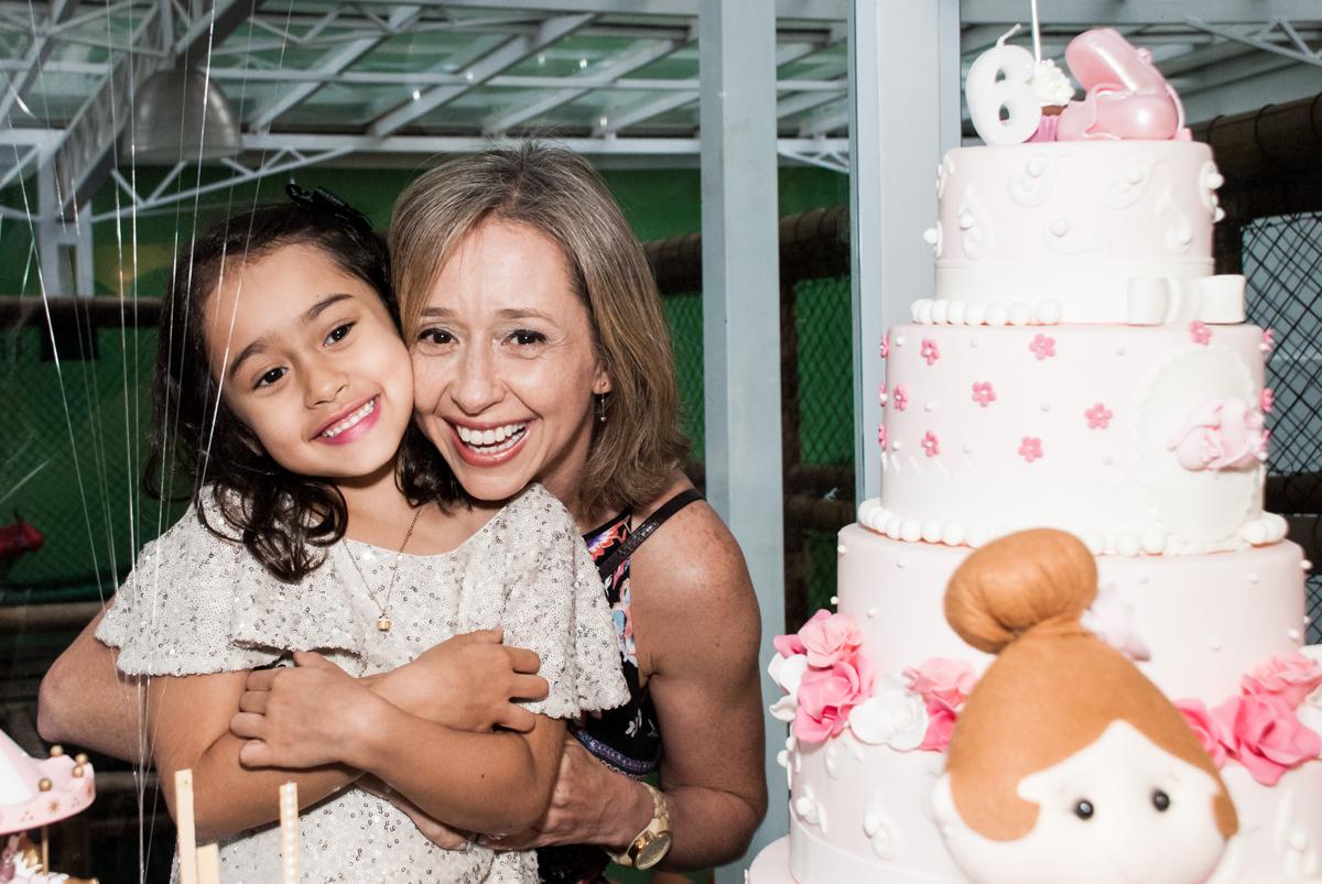 foto mãe e filha no Buffet Espaço Viva, Alto de Pinheiros, São Paulo, aniversário de Marina6 anos, tema da festa Bailarina