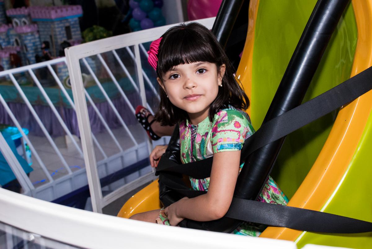 foto de princesa no Buffet Magic Joy, Saúde, São Paulo, aniversário de Beatriz e Marina, tema da festa Valente