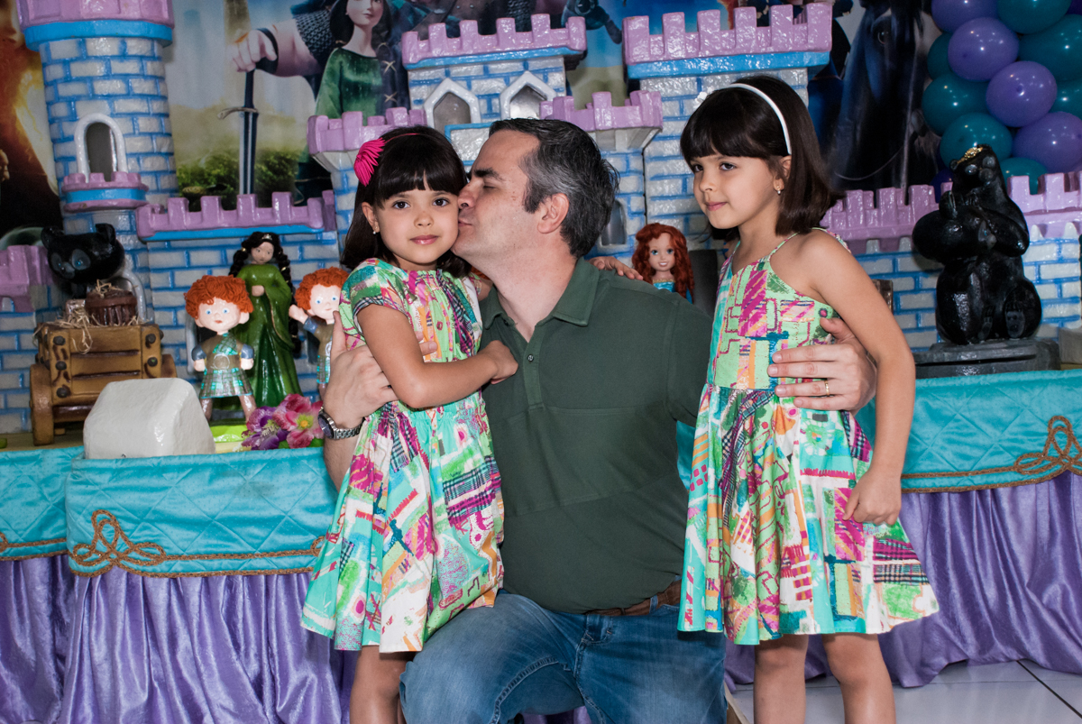 beijo do papai no Buffet Magic Joy, Saúde, São Paulo, aniversário de Beatriz e Marina, tema da festa Valente