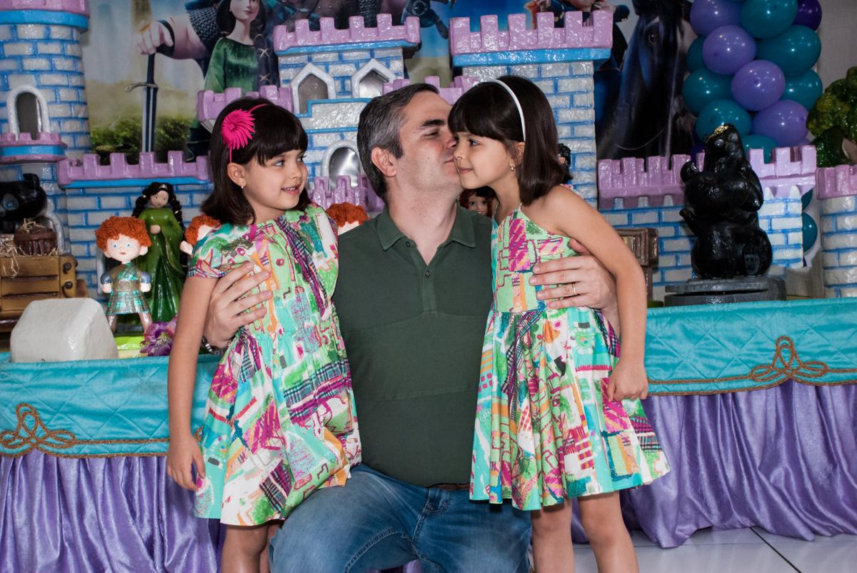mais beijinho do papai no Buffet Magic Joy, Saúde, São Paulo, aniversário de Beatriz e Marina, tema da festa Valente