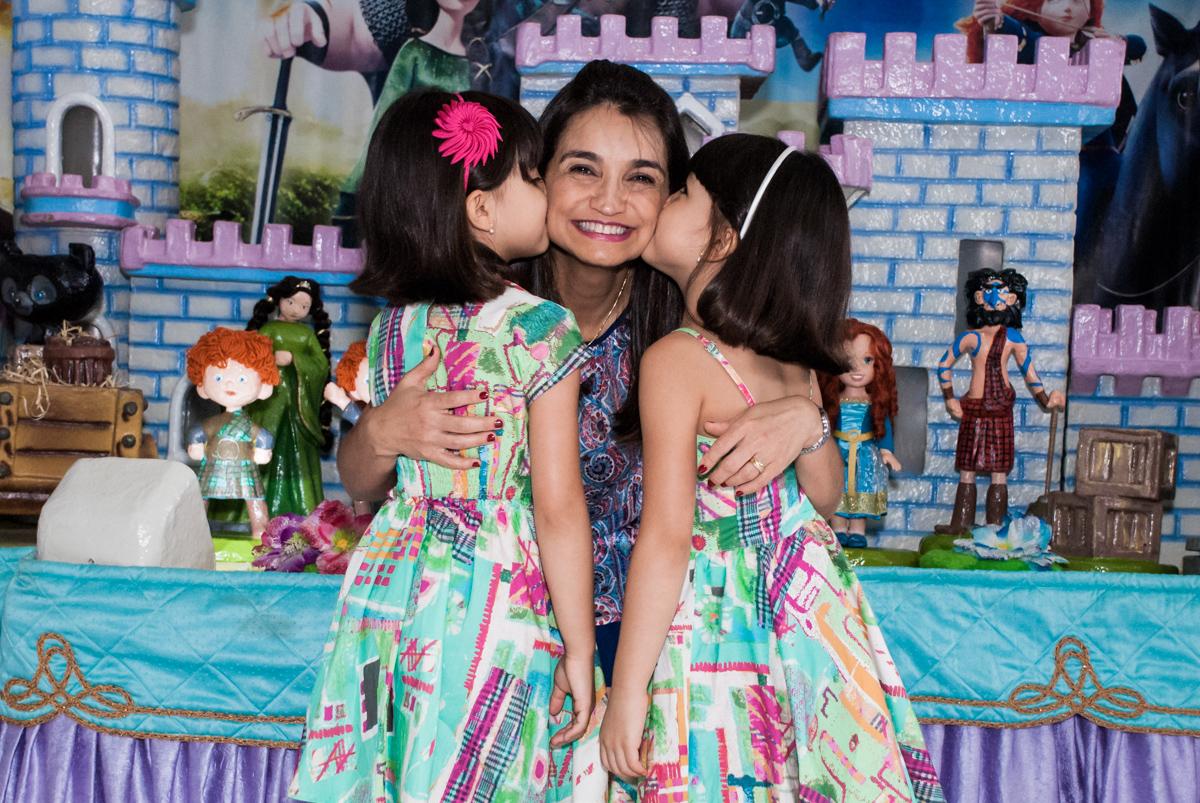 beijo sanduiche no Buffet Magic Joy, Saúde, São Paulo, aniversário de Beatriz e Marina, tema da festa Valente