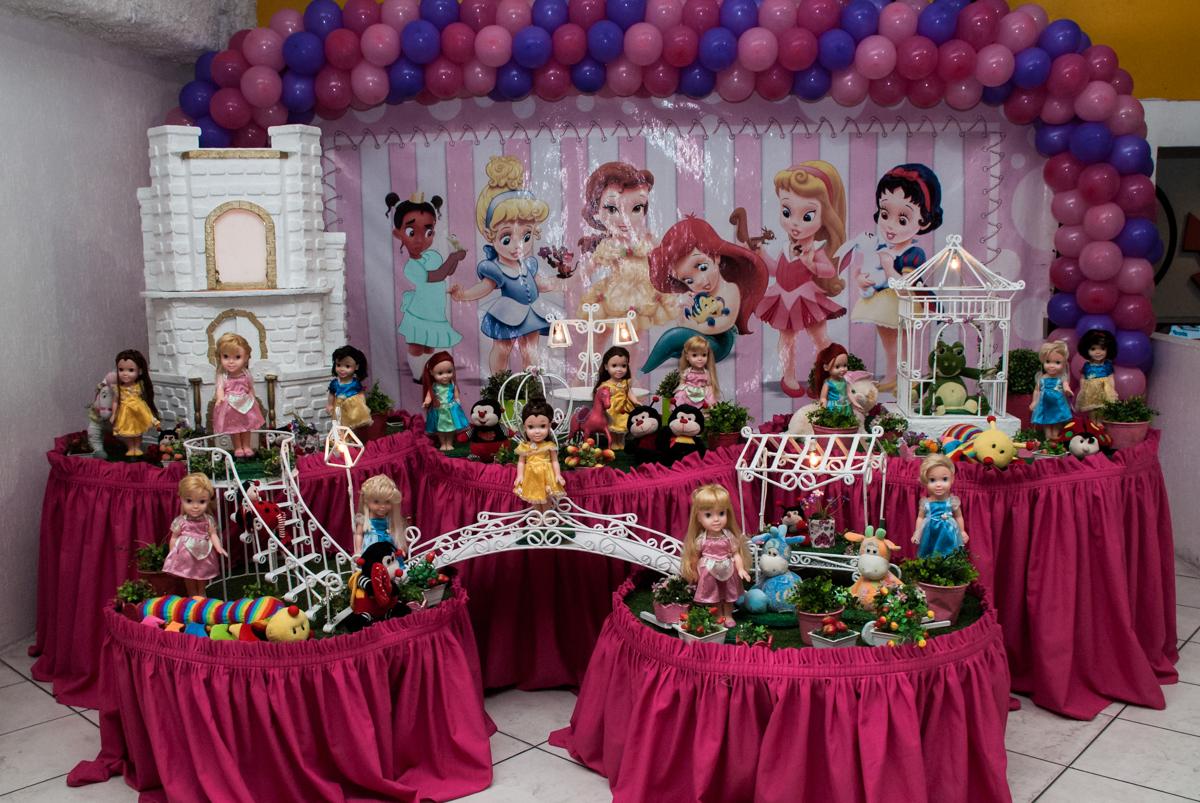 mesa temática no Buffet Fábrica da Alegria, Osasco, São Paulo, aniversário de Heloise 3 anos, tema da festa princesas baby