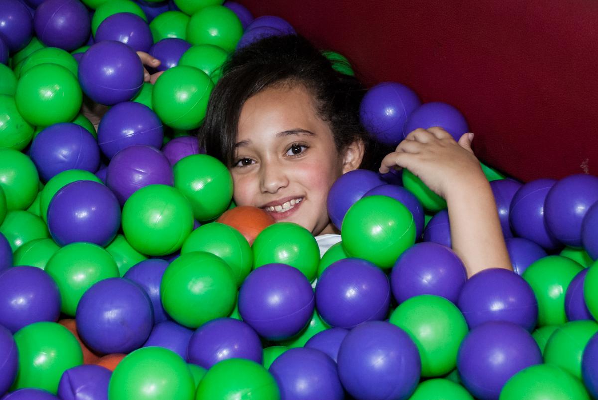 piscina de bolinhas divertida no Buffet Fábrica da Alegria, Osasco, São Paulo, aniversário de Heloise 3 anos, tema da festa princesas baby