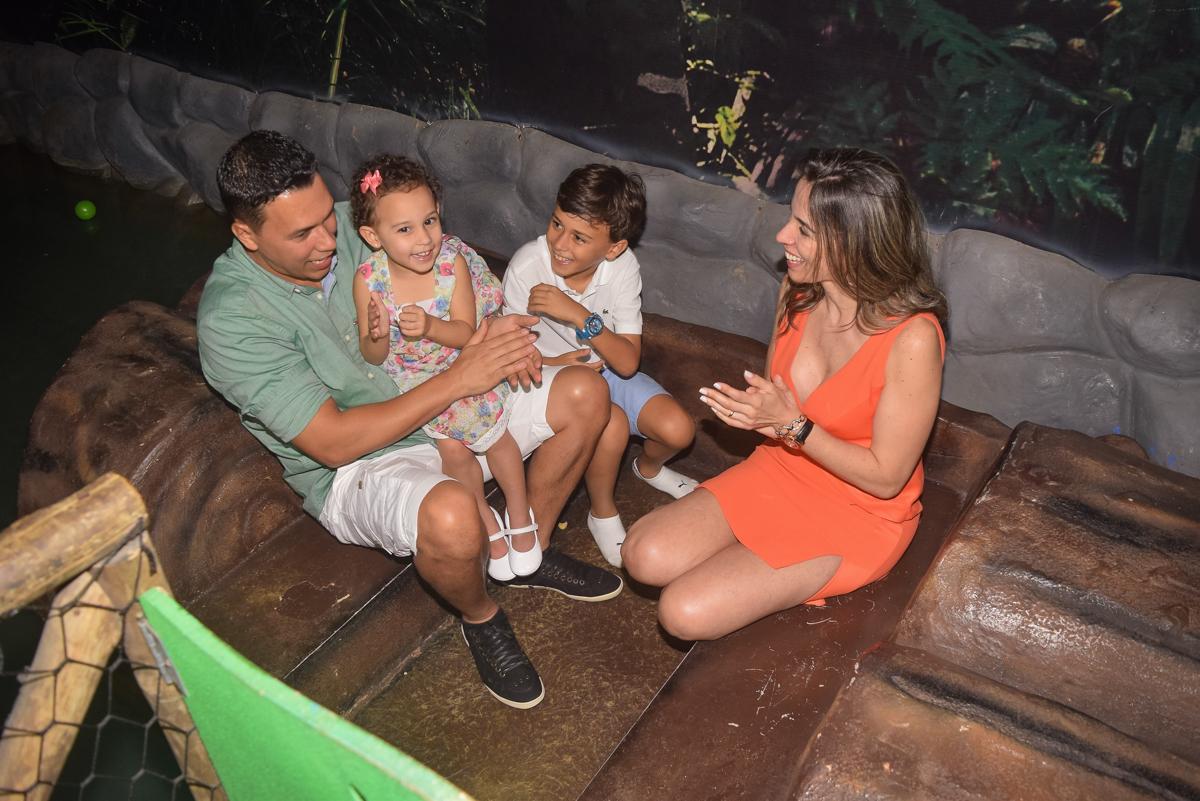 família se diverte no Buffet Cumbaya, Tatuapé, São Paulo, aniversário de Gabriela 3 anos tema da festa fadas