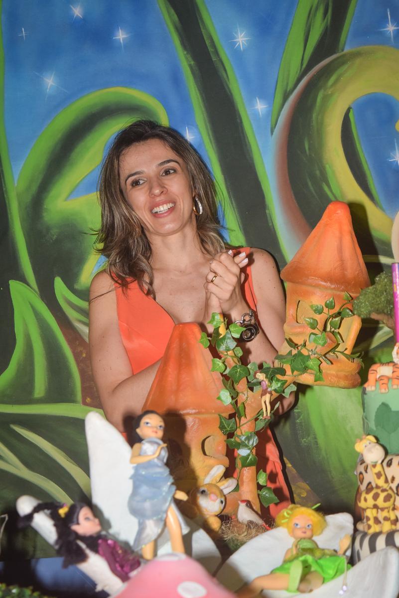 alegria no parabéns no Buffet Cumbaya, Tatuapé, São Paulo, aniversário de Gabriela 3 anos tema da festa fadas