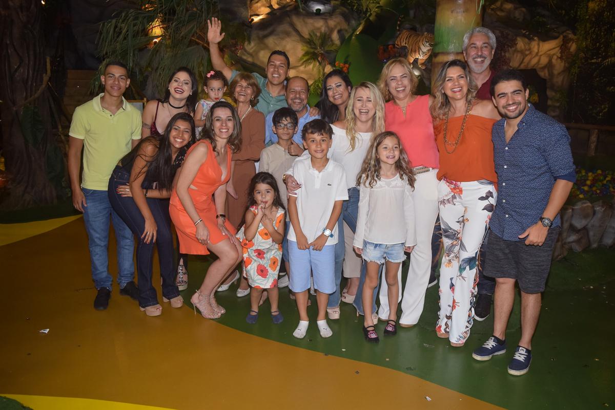foto com os convidados no Buffet Cumbaya, Tatuapé, São Paulo, aniversário de Gabriela 3 anos tema da festa fadas