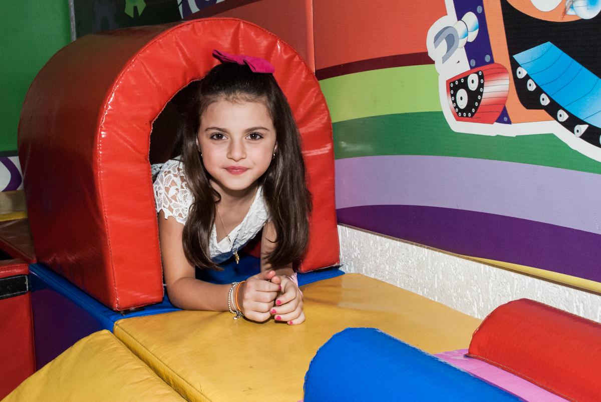 mais uma brinca no túnel no Buffet Fábrica da Alegria Morumbi, São Paulo, aniversário de Isabela 4 anos, tema da festa Patrulha Canina