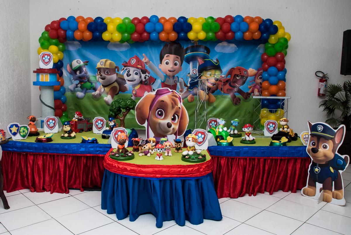 mesa temática no Buffet Fábrica da Alegria Morumbi, São Paulo, aniversário de Isabela 4 anos, tema da festa Patrulha Canina