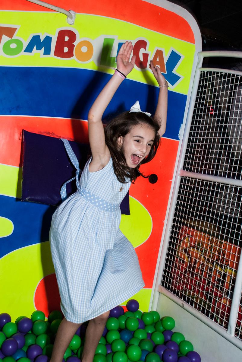 caindo no tombo legal no Buffet Fábrica da Alegria Morumbi, São Paulo, aniversário de Isabela 4 anos, tema da festa Patrulha Canina