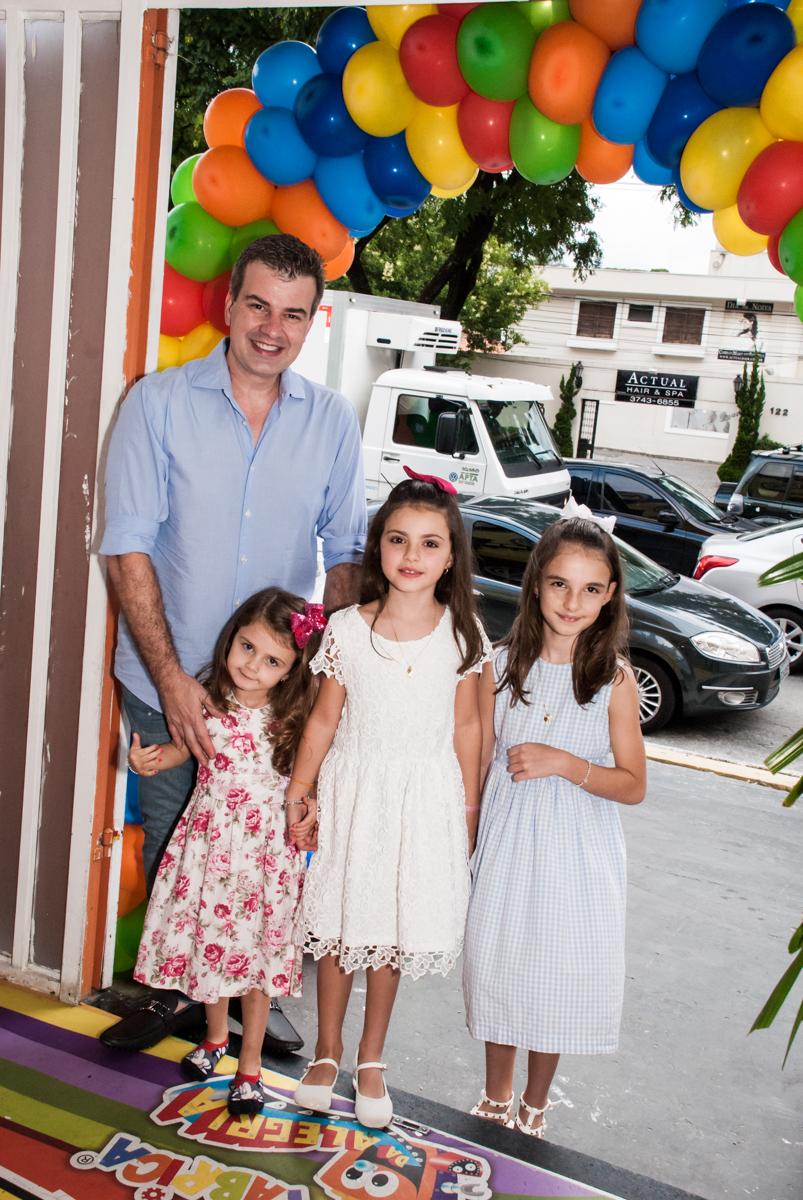 entrada da família para a festa no Buffet Fábrica da Alegria Morumbi, São Paulo, aniversário de Isabela 4 anos, tema da festa Patrulha Canina