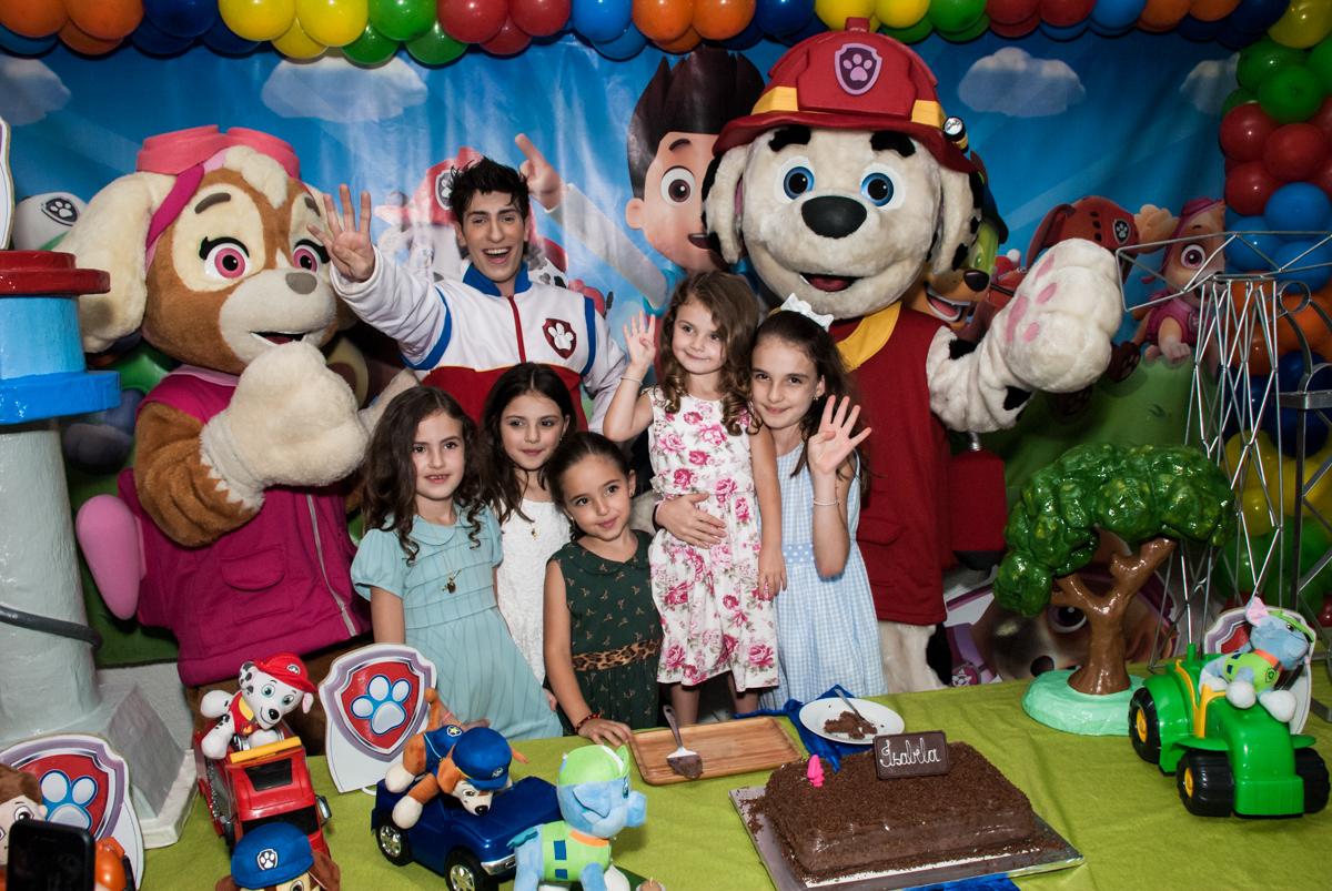 parabéns animado no Buffet Fábrica da Alegria Morumbi, São Paulo, aniversário de Isabela 4 anos, tema da festa Patrulha Canina