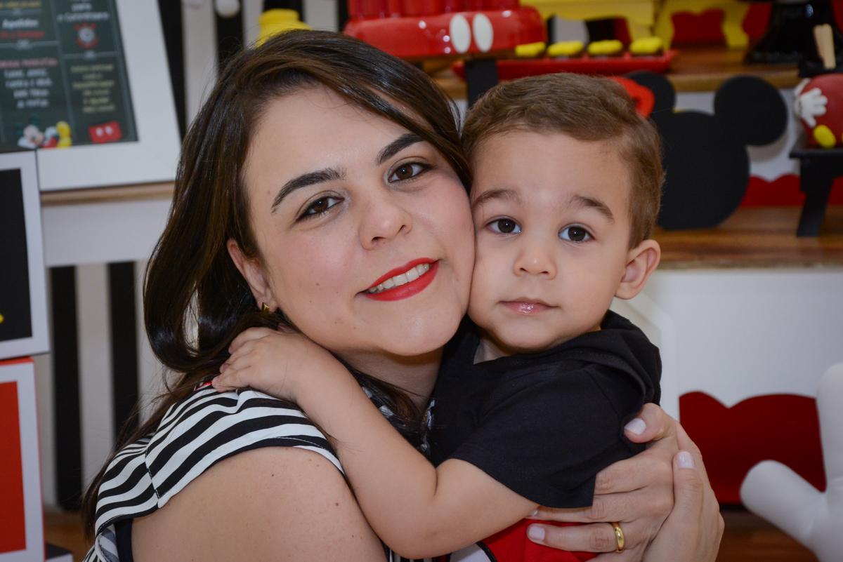 abraço gostoso da mamãe no Buffet Espaço Play, Osasco, São Paulo, aniversário Levi 2 anos, tema da festa Mickey