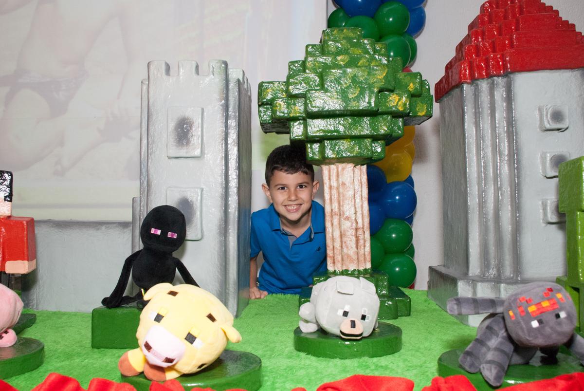 feliz com sua festa no Buffet Fábrica da Alegria, Morumbi, São Paulo, aniversario de Pedro Henrique, 7 anos tema da festa mini craft