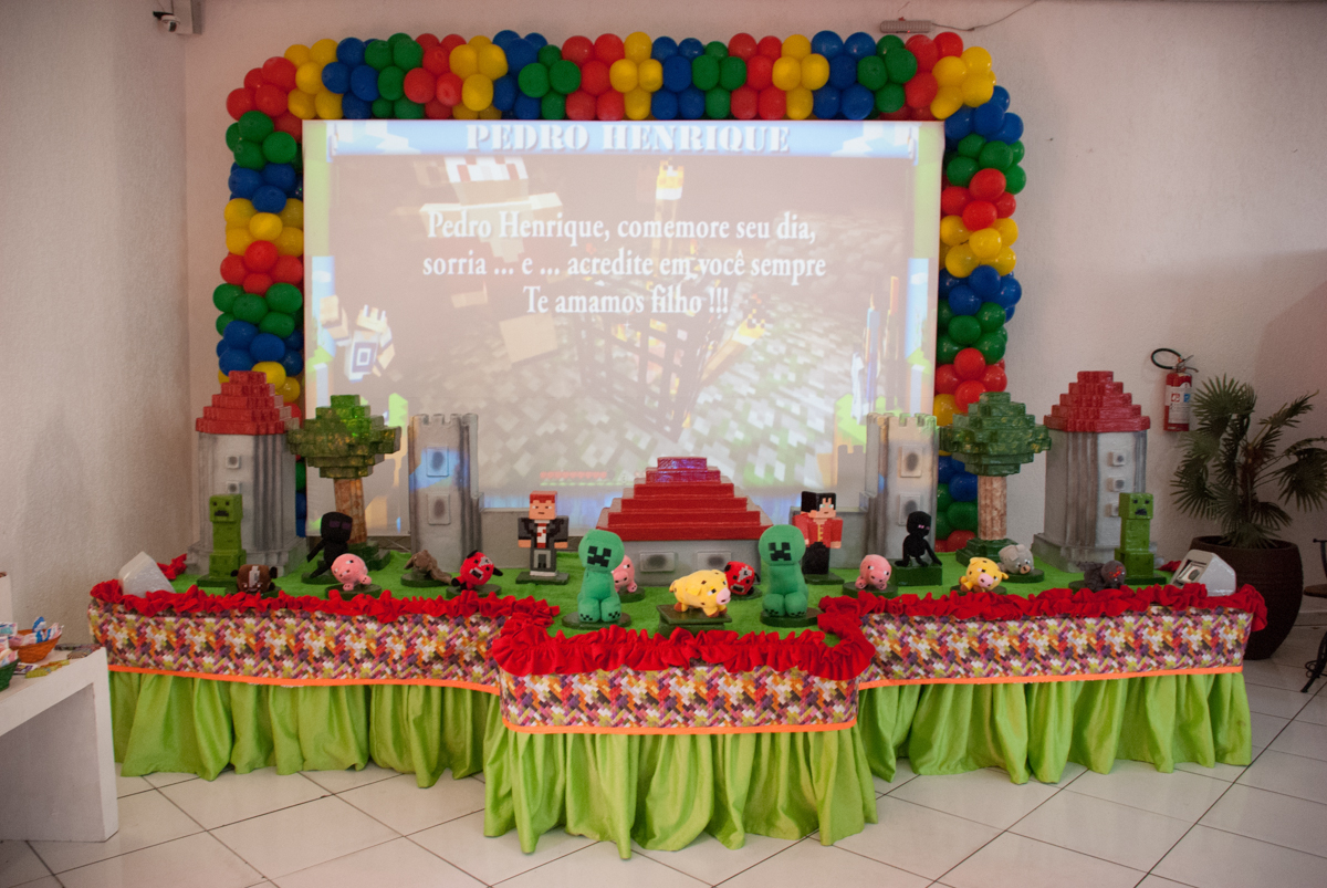mesa temática no Buffet Fábrica da Alegria, Morumbi, São Paulo, aniversario de Pedro Henrique, 7 anos tema da festa mini craft