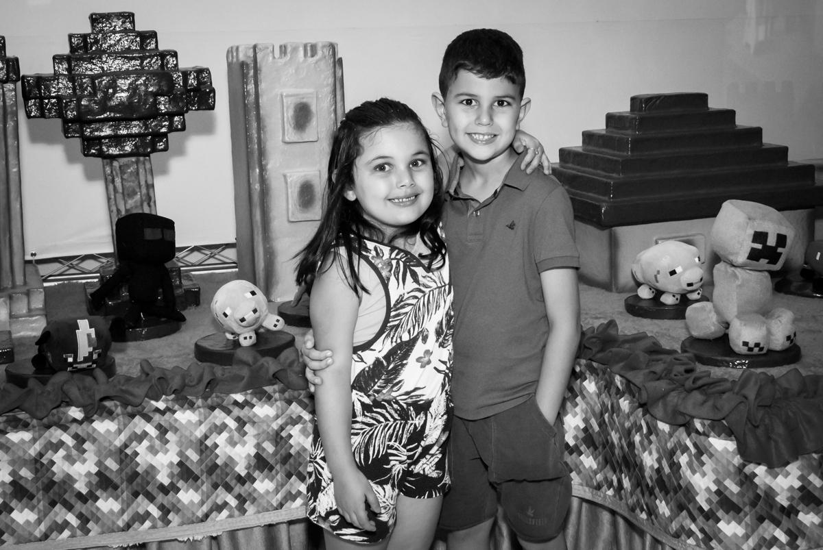 irmãos unidos no Buffet Fábrica da Alegria, Morumbi, São Paulo, aniversario de Pedro Henrique 7 anos, tema da festa mini craft