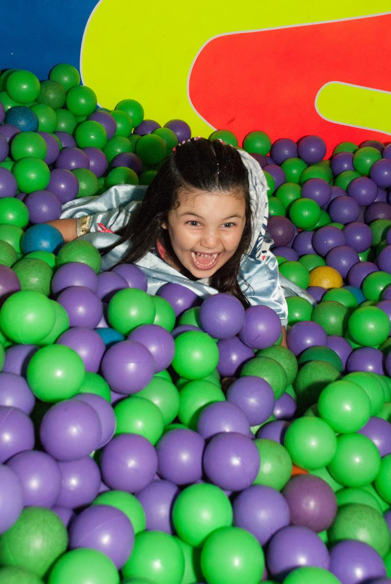 cinderela cai nas bolinhas no Buffet Fábrica da Alegria, Morumbi, São Paulo, aniversario de Pedro Henrique 7 anos, tema da festa mini craft