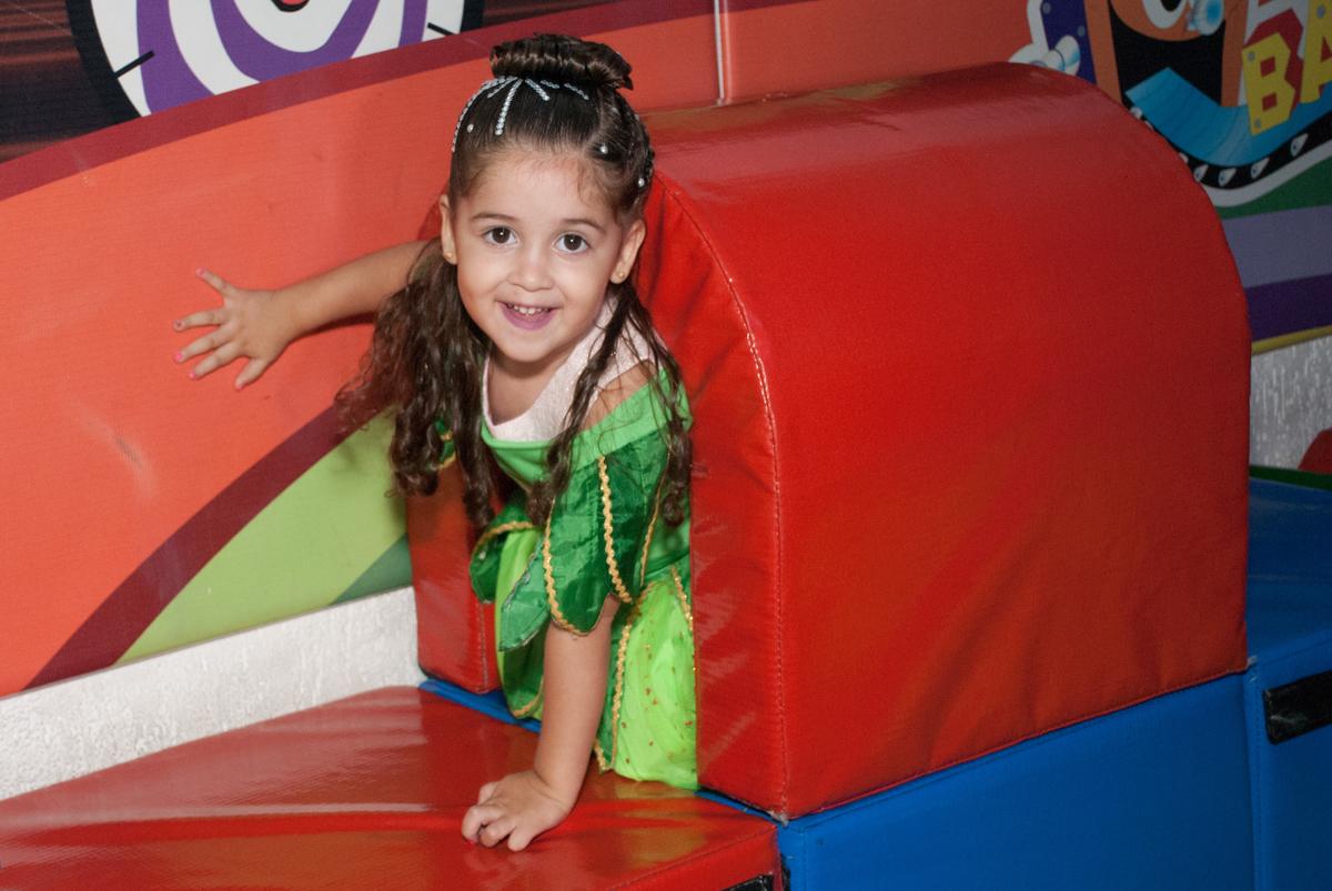 todos saem no tunel na area baby no Buffet Fábrica da Alegria, Morumbi, São Paulo, aniversario de Pedro Henrique 7 anos, tema da festa mini craft