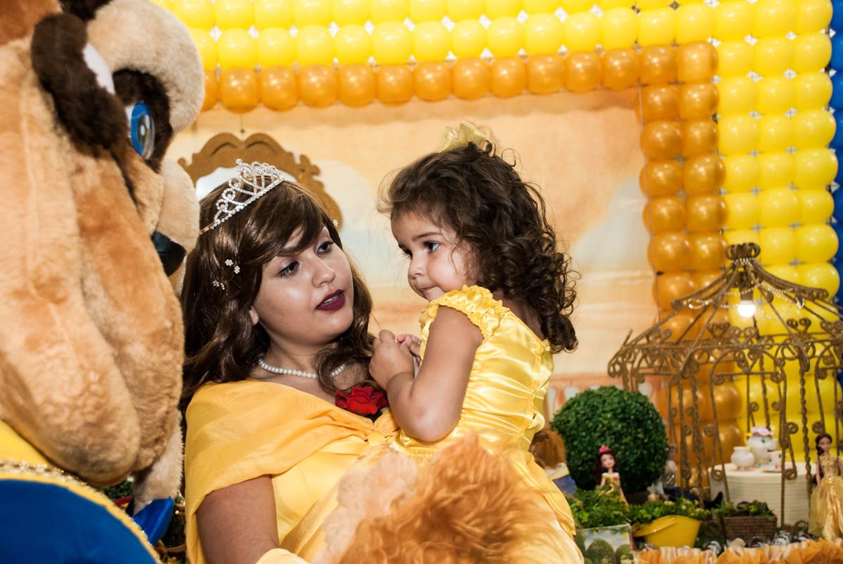 colinho gostoso da Bela no Buffet Comics, Morumbi, São Paulo, aniversário Isabella 3 anos, tema da festa a Bela e a Fera