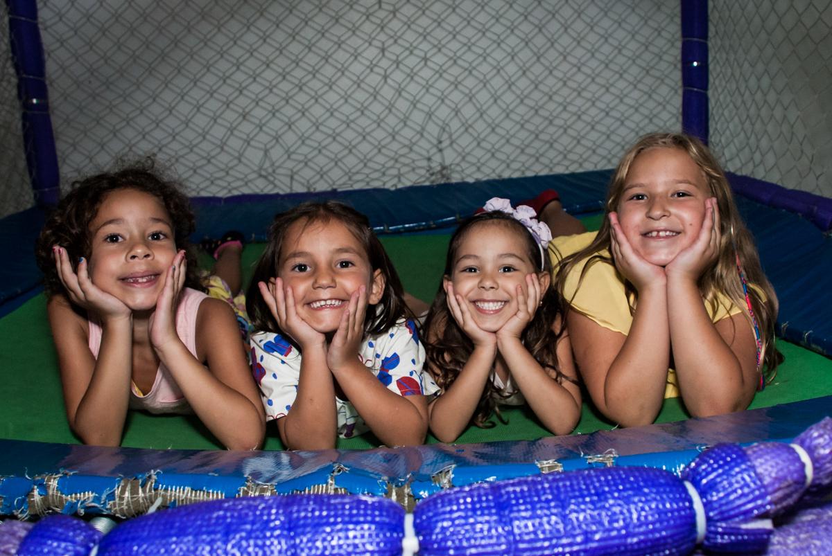 pose de modelo para a foto no Buffet Zezé e Lelé, Butantã, São Paulo, aniversário, Pedro 7 e Giovana 5 anos tema da festa Pokemon e Princesas