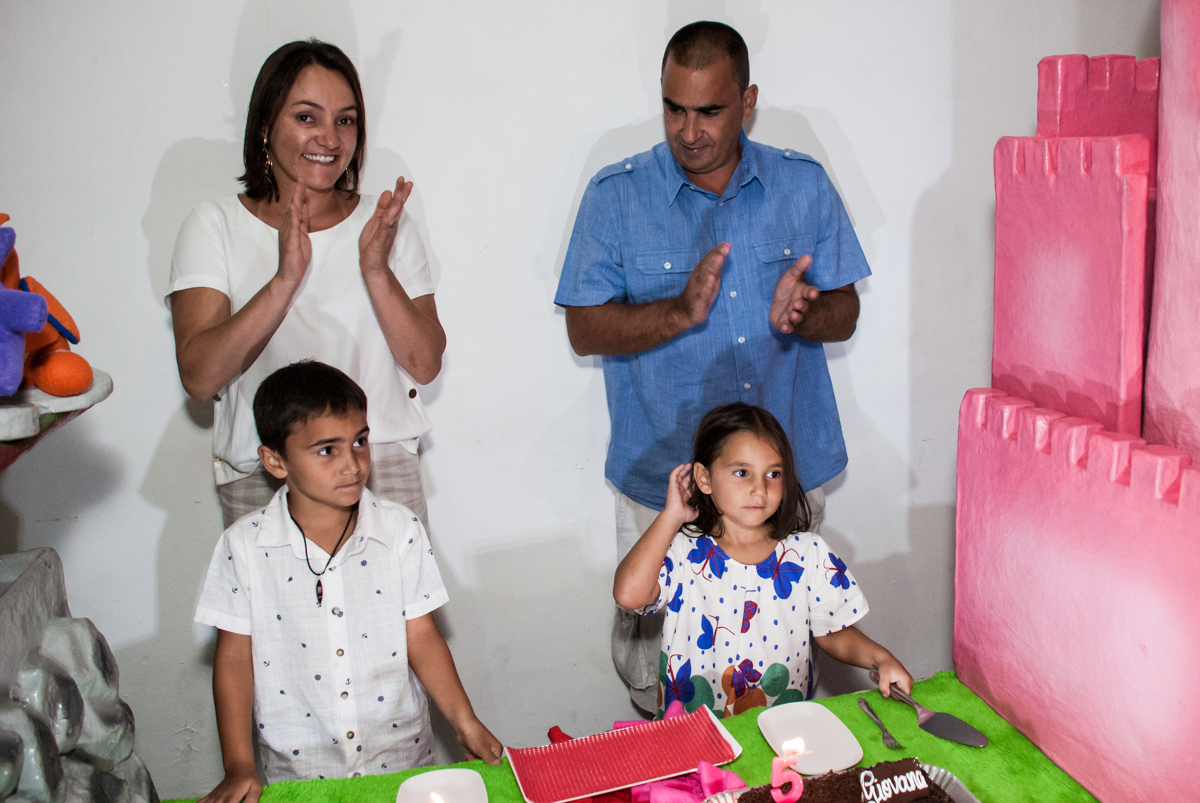 Parabéns animado no Buffet Zezé e Lelé, Butantã, São Paulo, aniversário, Pedro 7 e Giovana 5 anos tema da festa Pokemon e Princesas