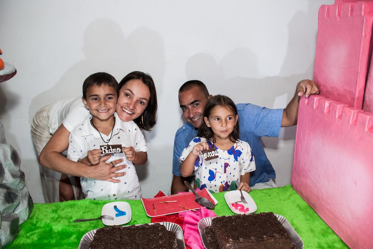final do parabéns no Buffet Zezé e Lelé, Butantã, São Paulo, aniversário, Pedro 7 e Giovana 5 anos tema da festa Pokemon e Princesas