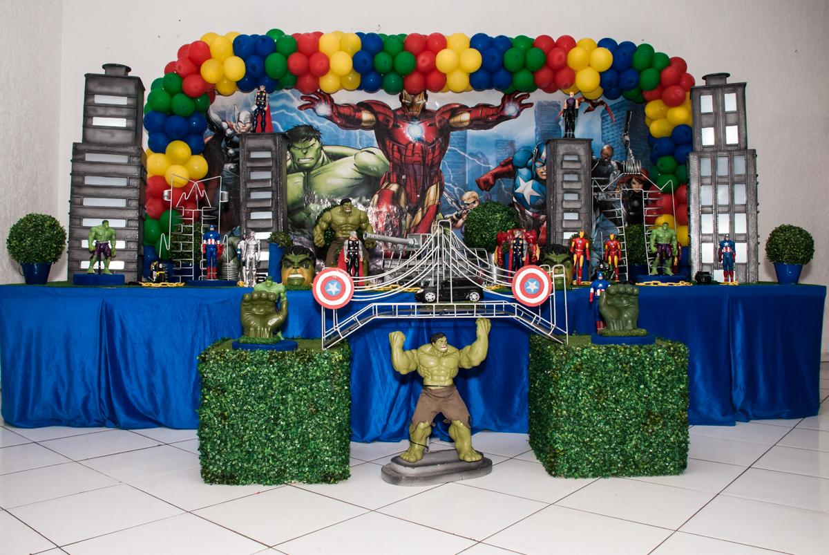 mesa temática no Buffet Fábrica da Alegria, Morumbi, São Paulo, aniversário de Pedro 4 anos, tema da festa os vingadores
