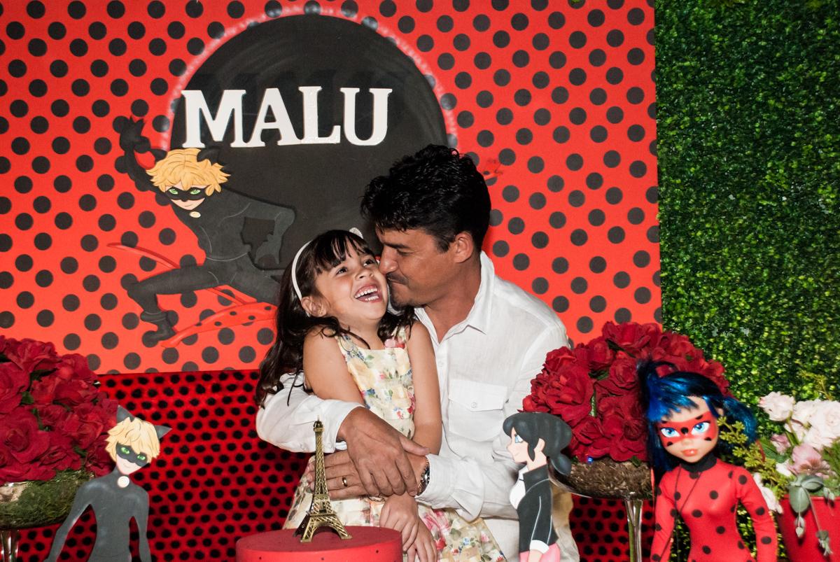 fotografia pai e filha no Buffet Planeta Prime, São Paulo, aniversário de Malu 5 anos, tema da festa Miráculos