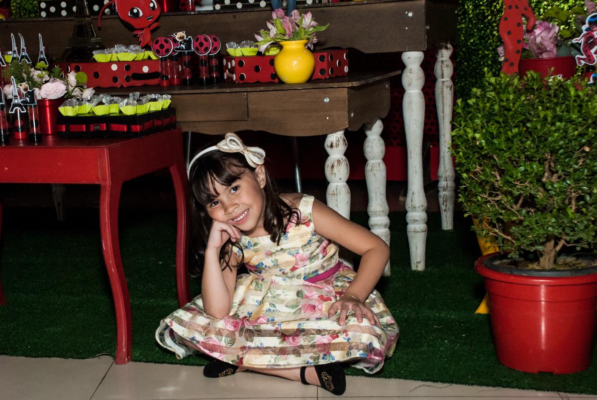 feliz em sua festa no Buffet Planeta Prime, São Paulo, aniversário de Malu 5 anos, tema da festa Miráculos