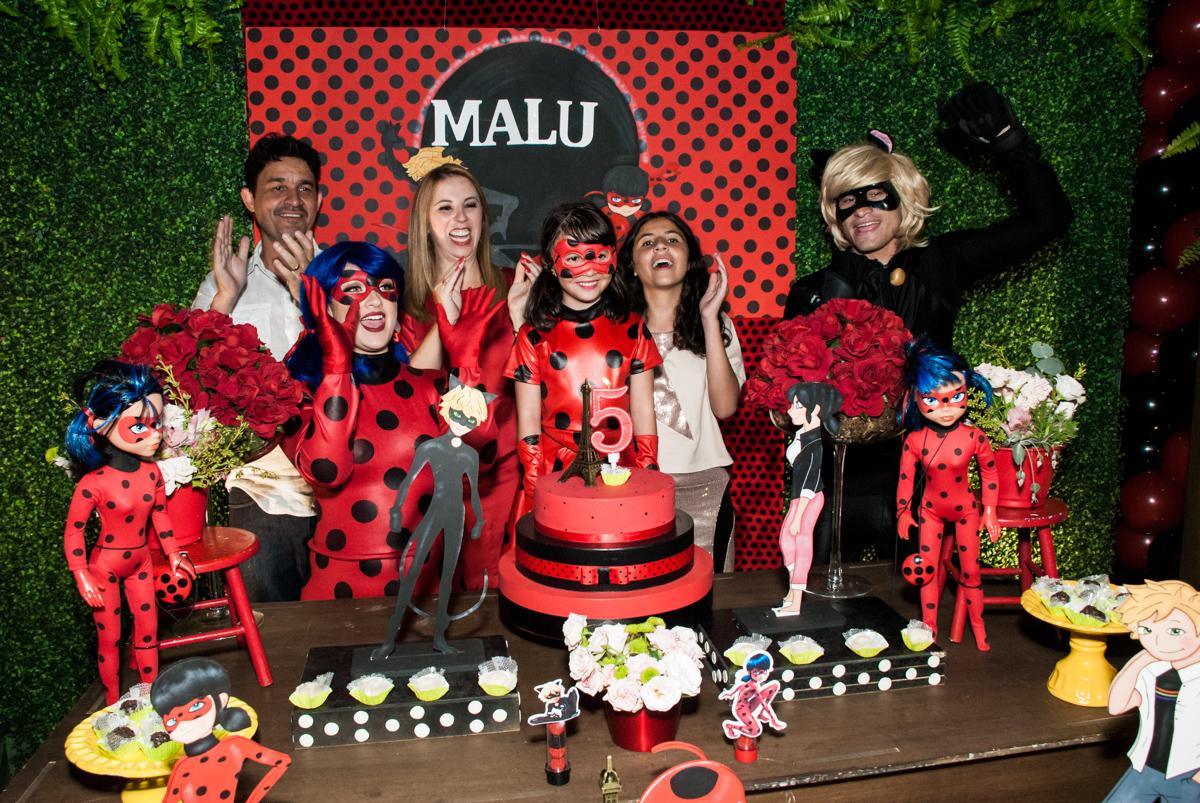 hora do parabéns no Buffet Planeta Prime, São Paulo, aniversário de Malu 5 anos, tema da festa Miráculos