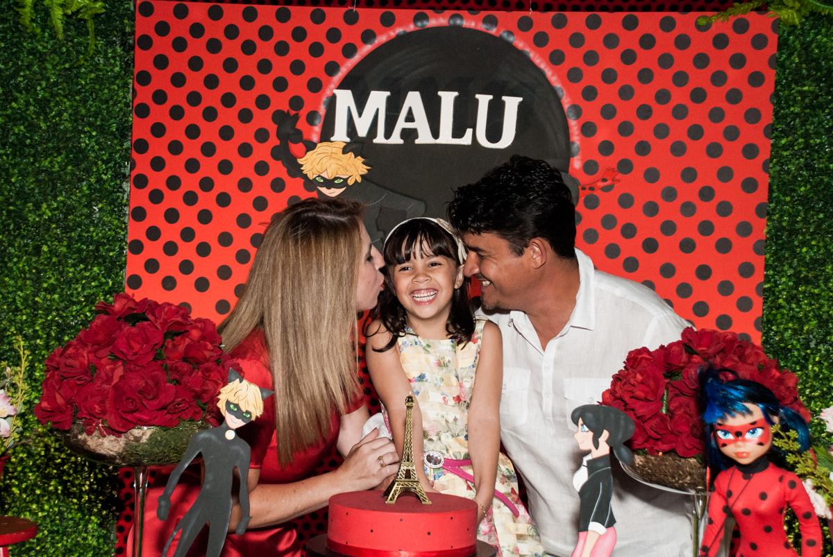 carinho dos pais no Buffet Planeta Prime, São Paulo, aniversário de Malu 5 anos, tema da festa Miráculos