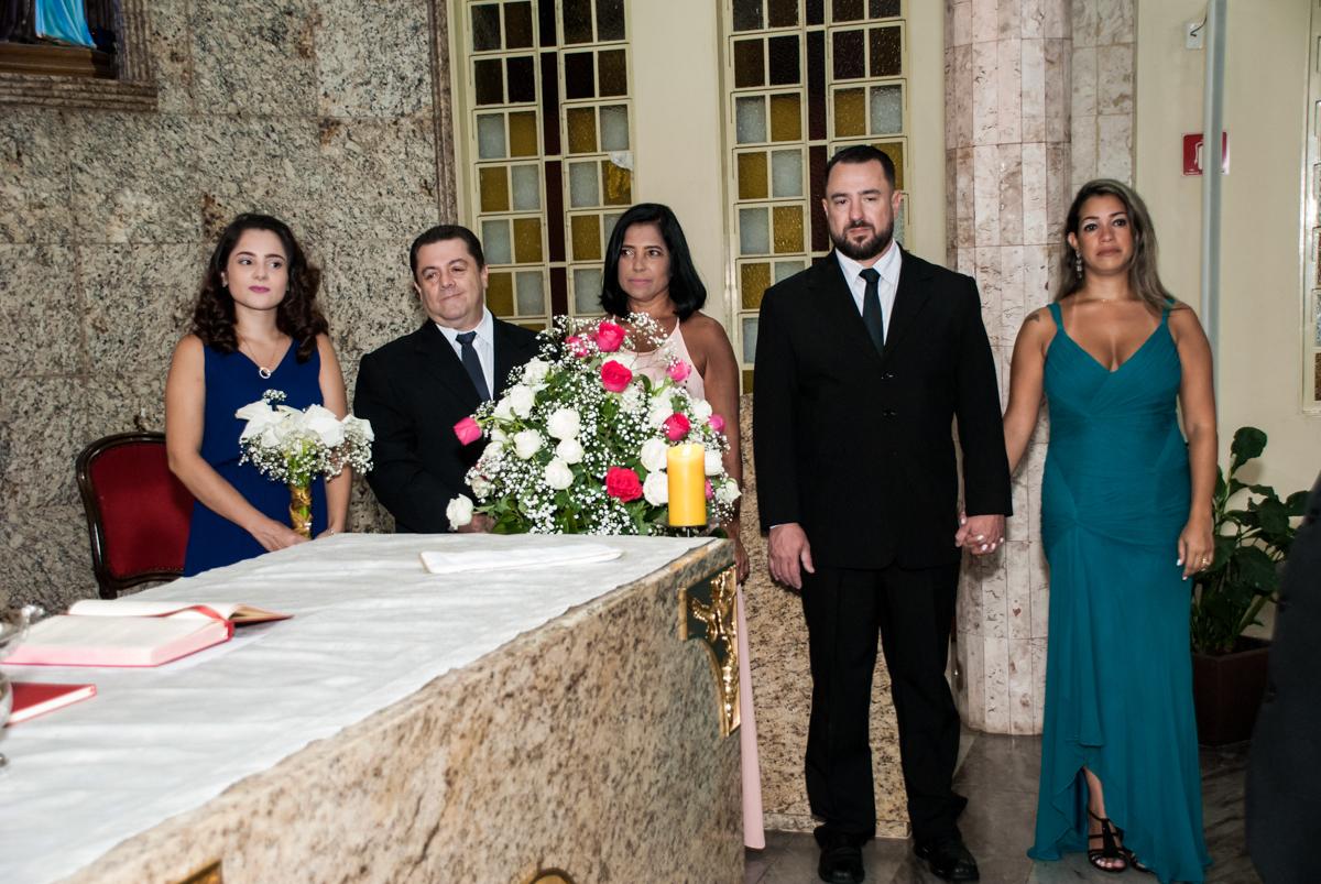 Os filhos no altar para a Bodas de Ouro Maria Luiza e José Rodrigues, igreja Santa Ângela e São Serapio, Ipiranga