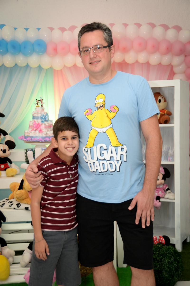 foto pai e filho no Buffet Fábrica da Alegria, cha de bebe de Andrea