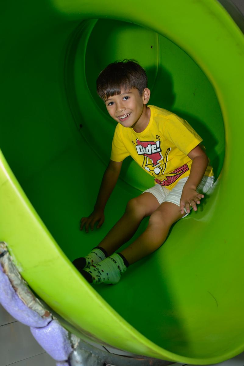 brinquedão divertido no Buffet Fábrica da Alegria Morumbi São Paulo, aniversário de Henrique 6 anos tema da festa Dragon Bol Z