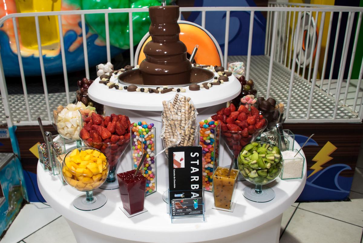 mesa de foundi no Buffet Fábrica da Alegria, Osasco, São Paulo, aniversário de Matheus 9 anos tema da festa Super Heróis