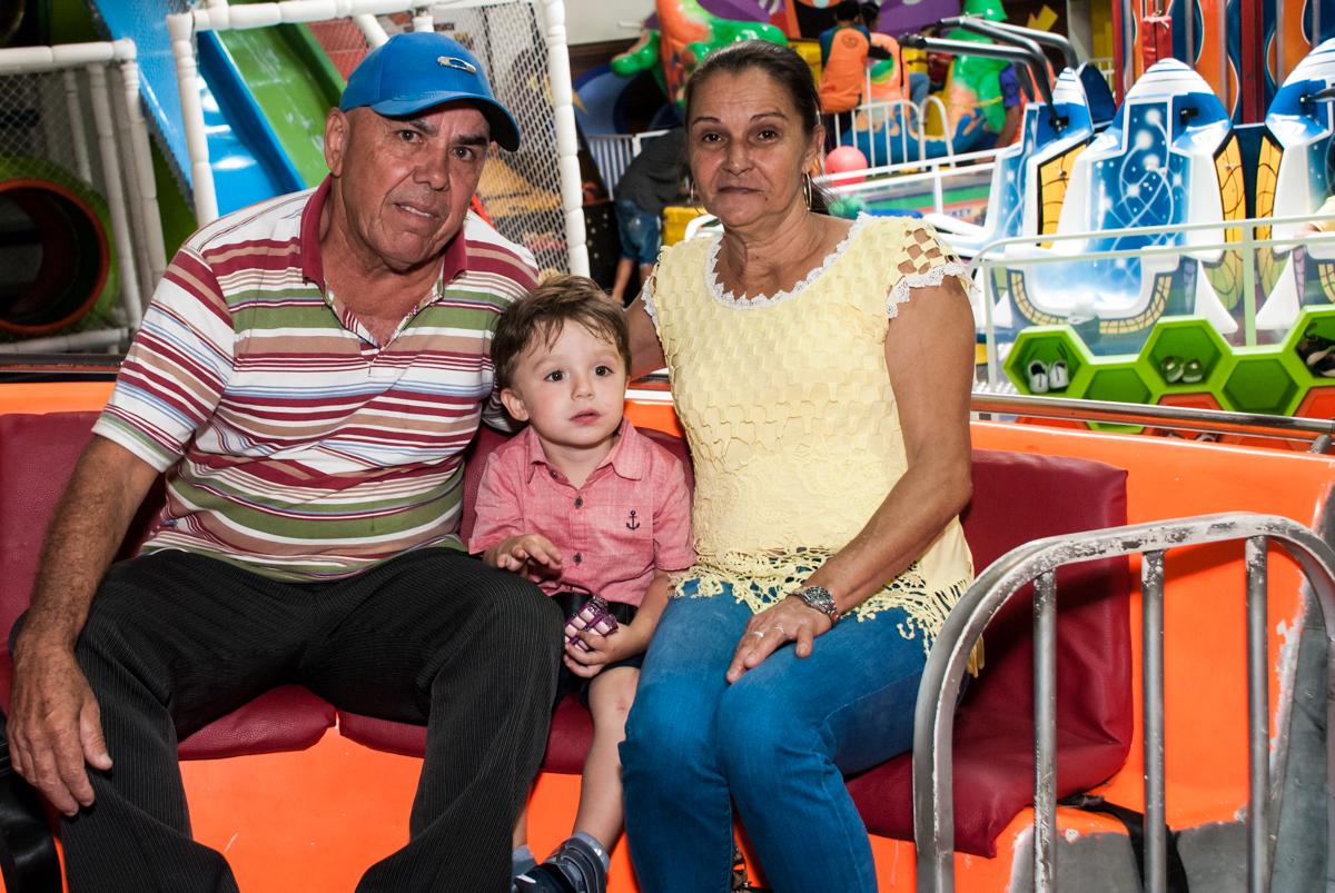 colinho dos avós no Buffet Fábrica da Alegria, Osasco, São Paulo, aniversario de Carlos Eduardo 7 e Davi Lucas 3 anos, tema da festa Os Vingadores