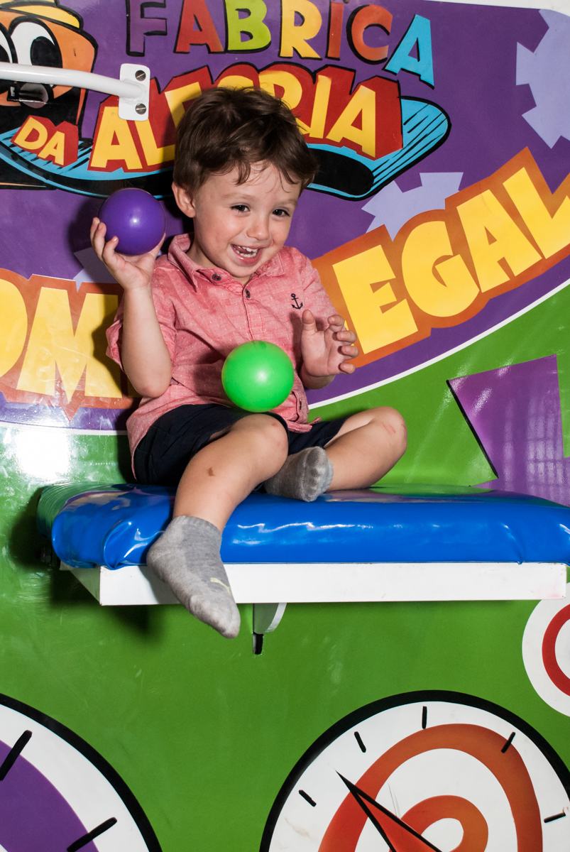 divertindo no tombo legal n Buffet Fábrica da Alegria, Osasco, São Paulo, aniversario de Carlos Eduardo 7 e Davi Lucas 3 anos, tema da festa Os Vingadores