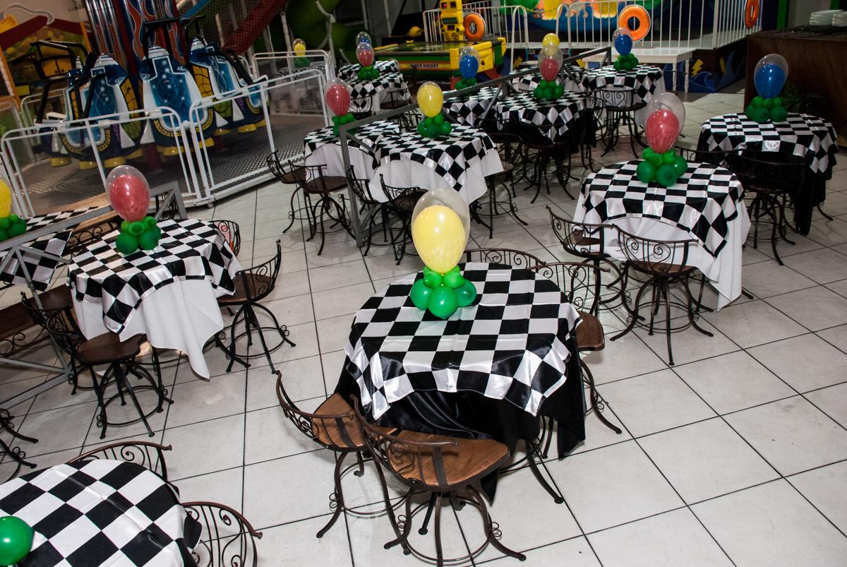 salão decorado co bexigas no Buffet Fábrica da Alegria, Osasco, São Paulo, aniversário de Victor 2 anos, tema da festa carros