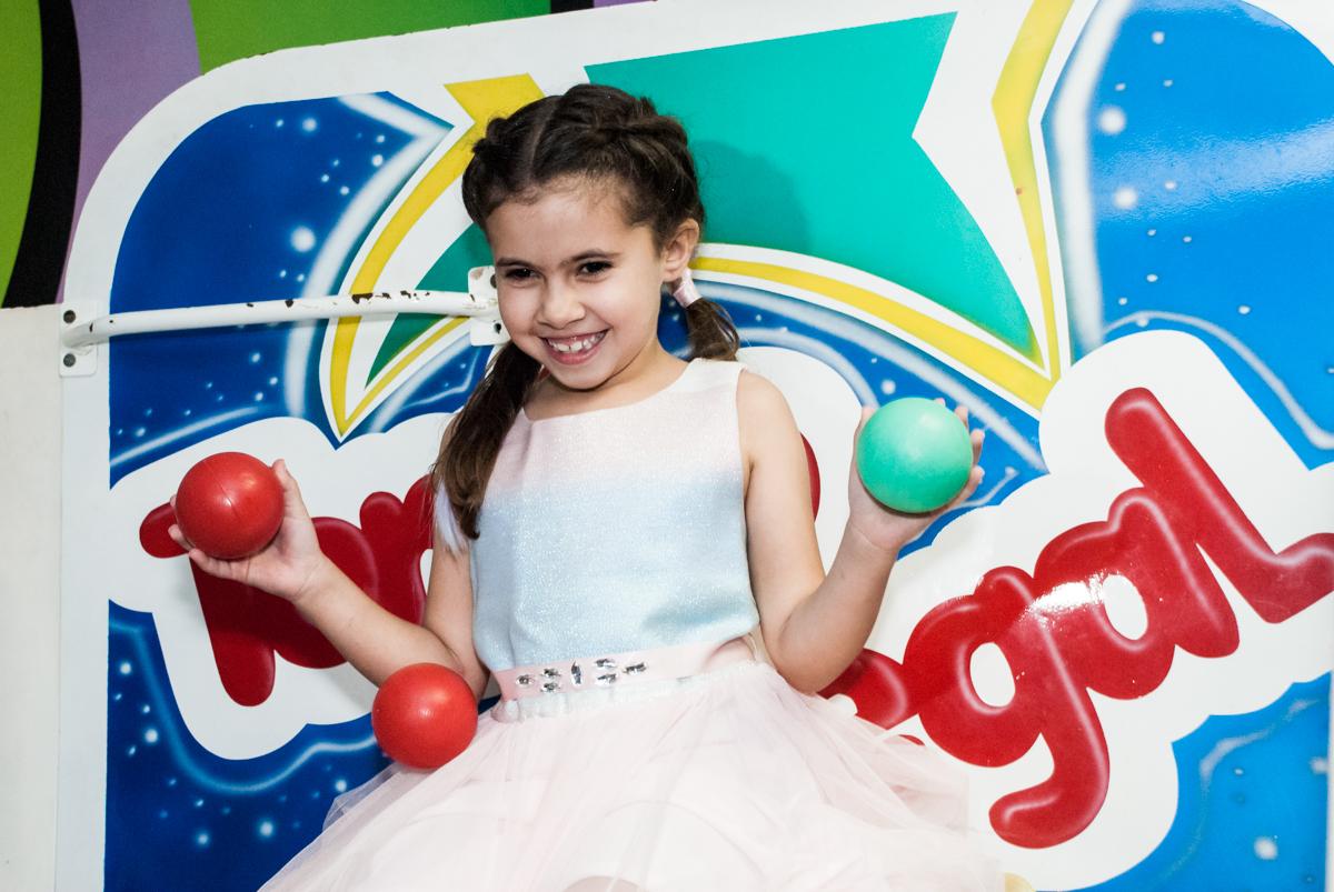 preparando para cair no tombo legal no Buffet Planeta Kids, niversario Larissa 3 anos, tema da festa Branca de Neve