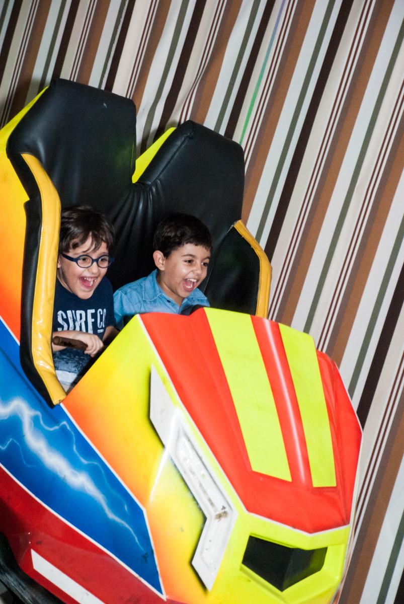 montanha russa radical no Buffet Planeta Kids, niversario Larissa 3 anos, tema da festa Branca de Neve