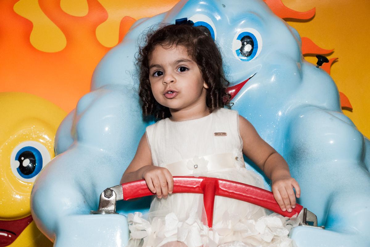 bom demais esse carrossel no Buffet Planeta Kids, niversario Larissa 3 anos, tema da festa Branca de Neve